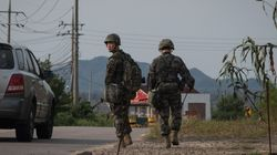Η Βόρεια Κορέα μεταφέρει διηπειρωτικό πύραυλο στις δυτικές ακτές