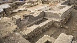BINTEO: Εντοπίστηκε προϊστορική ταφή. Αλλά η πανέμορφη αρχαιολόγος τράβηξε πάνω της όλα τα