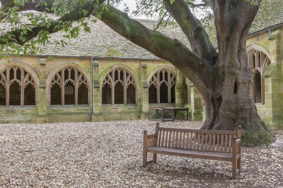 Os claustros da New College, em Oxford, foram outro pano de fundo de momentos dos filmes, como a cena em que Draco Malfoy é transformado em furão.