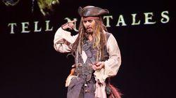 Βίντεο: Ο Τζόνι Ντεπ ως Τζακ Σπάροου εμψυχώνει άρρωστα