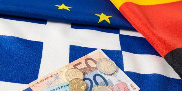 (GERMANY OUT) Europäische, deutsche und griechische Flagge mit Euro Geld (Photo by Bildquelle/ullstein...