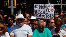 Βαρκελώνη: Συγκέντρωση στην Plaza de Catalunya, με το πλήθος να φωνάζει ότι ο φόβος δεν θα