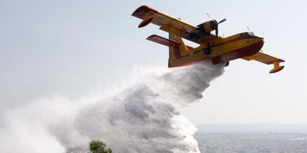 [UNVERIFIED CONTENT] GREECE,THESSALONIKI:A Canadair throws water to extinguish fire in Thessaloniki on...