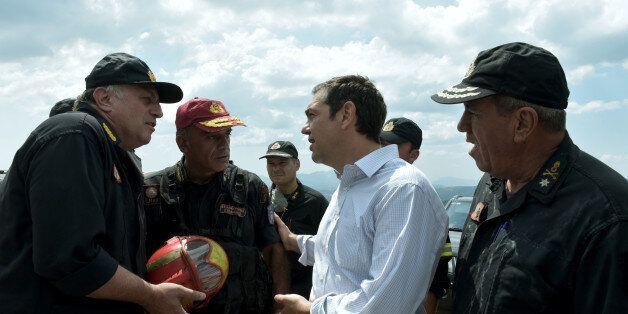 Βίντεο: Ο πρωθυπουργός εκφράζει την ευγνωμοσύνη του στους πυροσβέστες στην Ανατολική