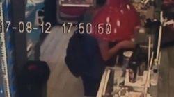 Βίντεο: Άντρας κλέβει κουτί με χρήματα για το «Χαμόγελο του Παιδιού» σε κατάστημα στη
