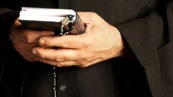 Καθολικός ιερέας μετέφερε σε μοτέλ ανήλικη αφού πλήρωσε το 16χρονο διακινητή