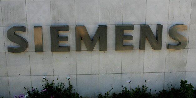 Επίθεση Ρουβίκωνα στα γραφεία της Siemens στο