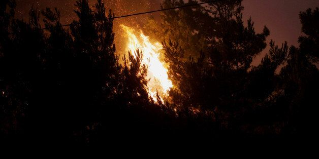 Σε εξέλιξη η πυρκαγιά στο Καρπενήσι. Σε ύφεση η φωτιά στο Πικέρμι. Υπό μερικό έλεγχο στην