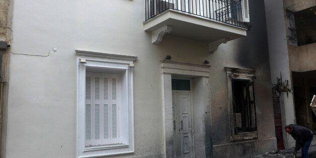 Επίθεση με μολότοφ κατά των αστυνομικών δυνάμεων που φρουρούν το σπίτι του