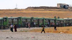 Πρόσφυγες στην άλλη άκρη του κόσμου διαμαρτύρονται και ζητούν να μείνουν στα κέντρα