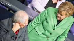 Η Μέρκελ απέσυρε το σχέδιο Σόιμπλε για Grexit μόνο για να μην συγκρουστεί με τον Ολάντ. Τι υποστηρίζει το