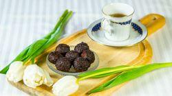 Σοκολατένια τρουφάκια χωρίς ζάχαρη που δεν χρειάζονται