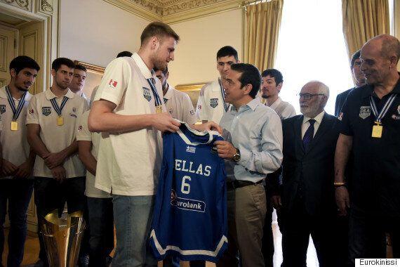 Η Εθνική Ομάδα Νέων του μπάσκετ στο Μέγαρο