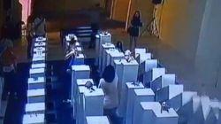 Γυναίκα καταστρέφει έργα τέχνης αξίας 200.000 δολαρίων για μία