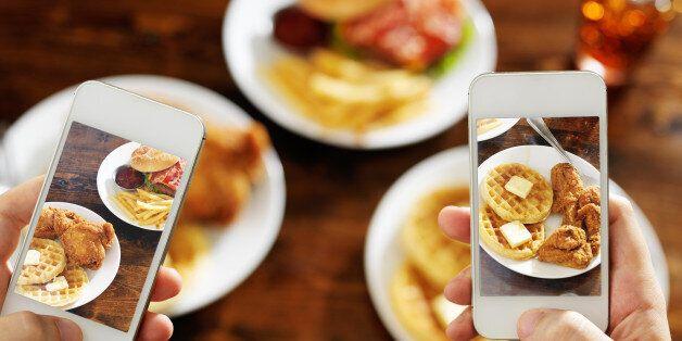 Εστιατόριο στο Λονδίνο μαζί με το γεύμα προσφέρει εξοπλισμό για να βγάζετε ωραίες φωτογραφίες στο