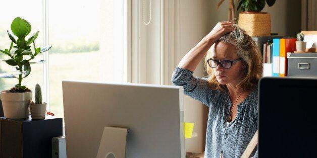 Pew Research Center: Οι γυναίκες οι πιο ευάλωτες στη διαδικτυακή παρενόχληση από τους