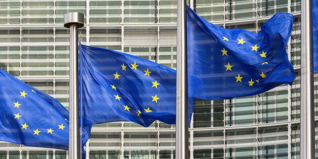 Κομισιόν: Το νομοσχέδιο για τους ΟΤΑ να είναι συμβατό με τα