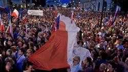 Πολωνία: Δεκάδες χιλιάδες διαδηλωτές διαμαρτυρήθηκαν για την μεταρρύθμιση του δικαστικού
