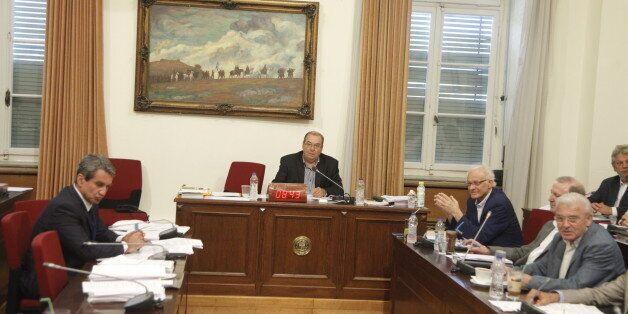 Ένταση και καταγγελίες για μεθοδεύσεις στην εξεταστική επιτροπή για την