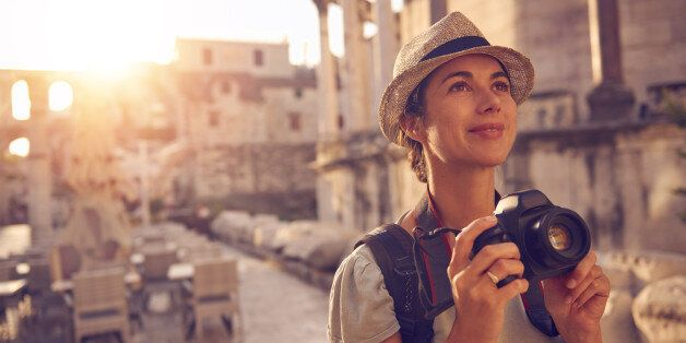 Shot of a woman taking photos while exploring a foreign cityhttp://195.154.178.81/DATA/i_collage/pu/shoots/805976.jpg