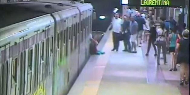 Οδηγός του μετρό στην Ρώμη τρώει στην θέση του και επιταχύνει έχοντας επιβάτρια εγκλωβισμένη στην