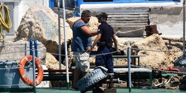 Αίγινα: Στον εισαγγελέα πλοίαρχος και ναύτης του πλοίου που συγκρούστηκε με