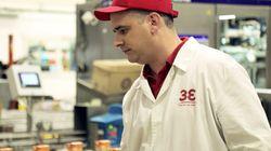 Αυτή είναι η ιστορία του Στάθη, ενός από τα 400 πολύτιμα μέλη του Megaplant Σχηματαρίου της Coca-Cola Τρία