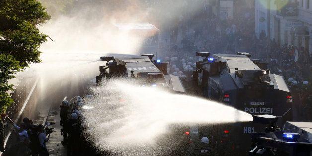 «Το Αμβούργο φλέγεται» ενόψει της G20 - Εικόνες από τα