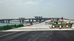 Oλοκληρώθηκε το βασικό τμήμα της γέφυρας Χονγκ Κονγκ-Τζουχάι-Μακάο, της μεγαλύτερης θαλάσσιας γέφυρας στον