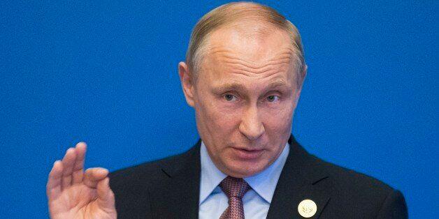 Ο πρόεδρος Πούτιν τονίζει στον εμίρη του Κατάρ τη σημασία της διπλωματίας για να τερματιστεί η