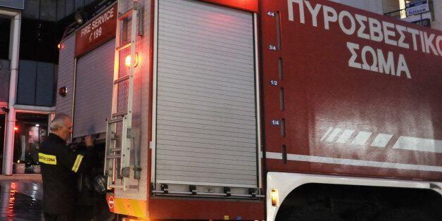 Πάτρα: Υπό έλεγχο η φωτιά σε ξενοδοχείο. Τέσσερα άτομα αντιμετώπισαν αναπνευστικά