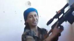 Βίντεο: Κούρδισσα ελεύθερη σκοπεύτρια γελά στο πρόσωπο του θανάτου, στη μάχη για τη