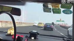 Ταξιτζής στη Σαγκάη προσπερνά πάνω από 50 αυτοκίνητα σε δύο λεπτά. «Ήταν η πιο τρομακτική εμπειρία της ζωής μου», λέει η