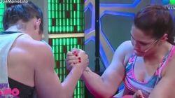 Δύο γυναίκες κάνουν μπρα ντε φερ σε ζωντανή μετάδοση για τον τίτλο της Iron Lady μέχρι που η μια σπάει το χέρι της