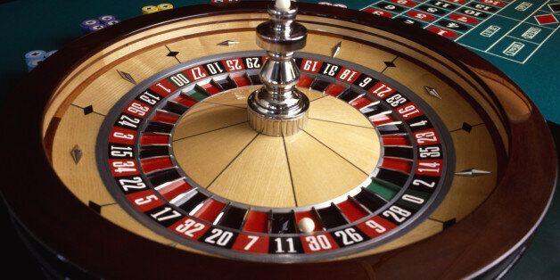 Έφοδος της ΕΛ.ΑΣ. σε καζίνο για... vip στον Άλιμο. Προσήχθη υποψήφια βουλευτής, βρέθηκε