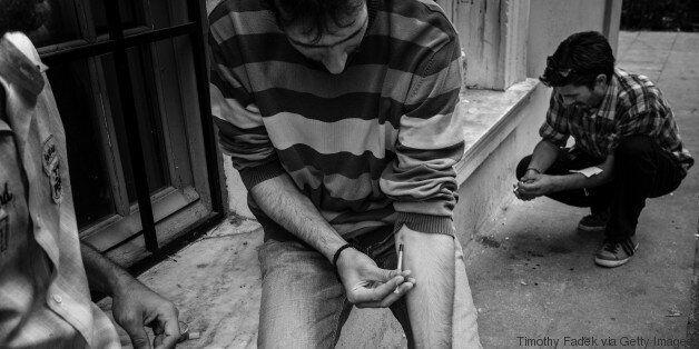 Από την ακριβή ηρωίνη, στα «ναρκωτικά της κρίσης»: Όσα πρέπει να γνωρίζετε για τις συνθήκες του νέου...