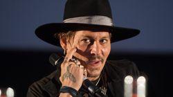 Κάποιος να μαζέψει τον Johnny Depp, ο οποίος κάνει αστεία με την δολοφονία του