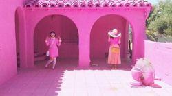 Γιατί όλοι φωτογραφίζονται μπροστά από αυτά τα ροζ