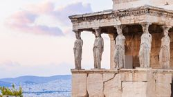 Irish Times: Σε αντίθεση με την Ιρλανδία, η Ελλάδα αρνείται να πουλήσει την ψυχή