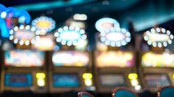 Γυναίκα κέρδισε 42,9 εκατ. δολάρια στο καζίνο. Το καζίνο θέλει να της προσφέρει 2 δολάρια και μια