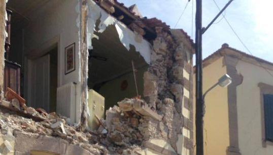 Συγκλονιστικές εικόνες από τα ερείπια που άφησε πίσω του ο σεισμός στη