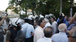 Οι κάτοικοι Μενιδίου διαδηλώνουν στο υπουργείο Προστασίας του