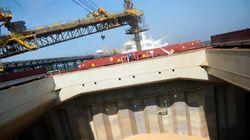 Ελεγχόμενη εισροή υδάτων σε φορτηγό πλοίο που προσάραξε στον Λακωνικό
