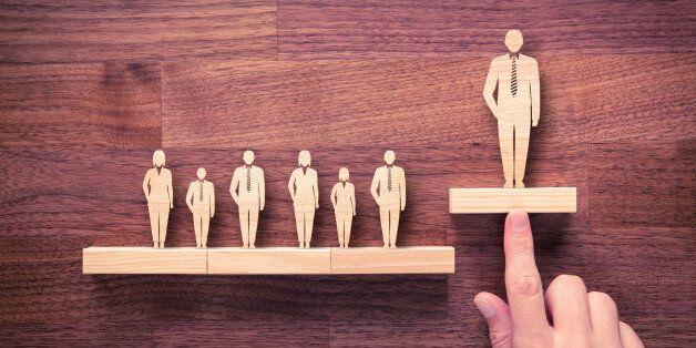 Δημόσιοι υπάλληλοι με μεταπτυχιακούς