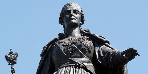 Άγαλμα της Αικατερίνης της Μεγάλης στη Συμφερόπολη