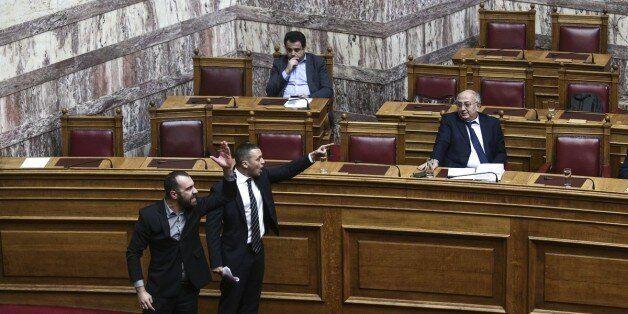 Βουλή: Έρχονται αυστηρότατες κυρώσεις κατά Κασιδιάρη για το περιστατικό με τον