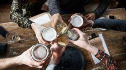 Ερευνητές της Οξφόρδης και του University College καταλήγουν: Και η μέτρια κατανάλωση αλκοόλ φθείρει τον