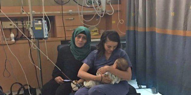 Ισραηλινή νοσοκόμα θηλάζει μωρό Παλαιστίνιας. Η ιστορία της Όλα και του 9 μηνών Γιαμάν που σώθηκε από...