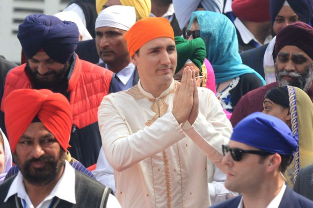 Liberal leader Justin Trudeau pays his respects at the Sikh Golden Temple in Amritsar on Feb. 21,