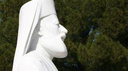 Βανδάλισαν την απεικόνιση του αρχιεπισκόπου Μακαρίου σε μνημείο στη